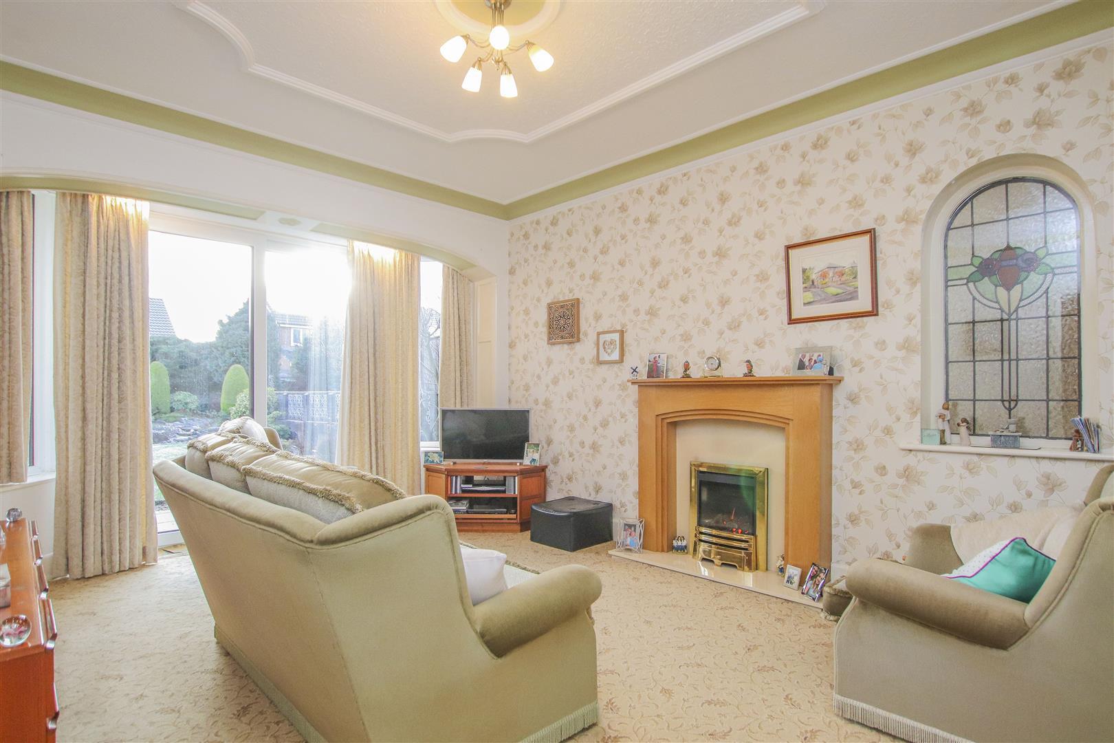 4 Bedroom Detached House For Sale - 2.JPG